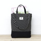 2way-tote - black oblique stripes