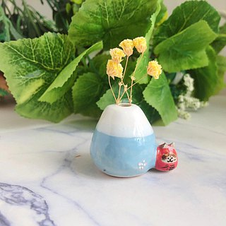 Little silly penguin vase
