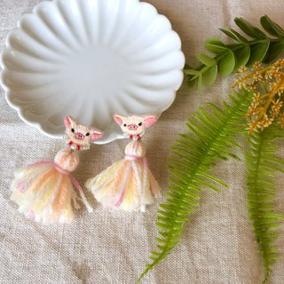 Handmade embroidery / / pig beads tassel earrings / / can be changed clip