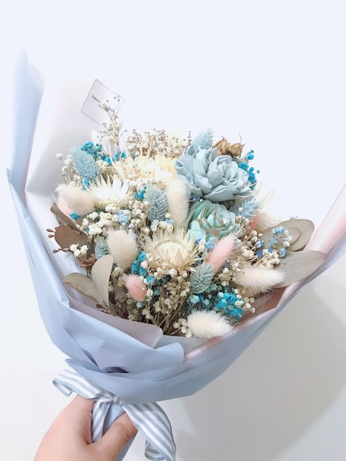 Spread wings, soaring, clear blue, dry bouquet, dry flowers, eternal flowers, blessing birthday