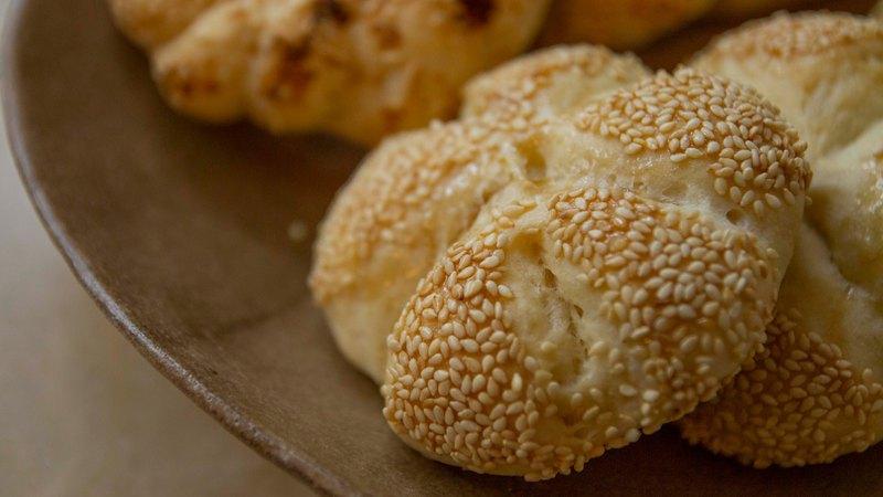 無奶蛋凱薩圓麵包和味增凱薩麵包圈