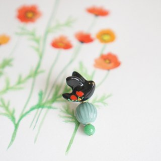 [One horned forest] floral wing wings miss Yu Mei black single ear stud / ear clip