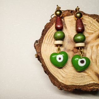Retro glass earrings / green eyes