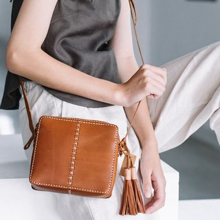 SQUARE SHAPE LEATHER CROSS BODY BAG-BROWN (TAN)
