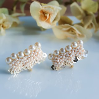 Pearl scallop earrings gold