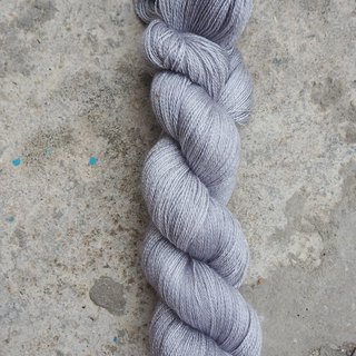 Hand dyed lace thread. Silver Grey (55 BFL/45 Silk)