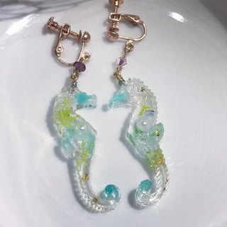 Seahorse earrings unique color [seabed world]