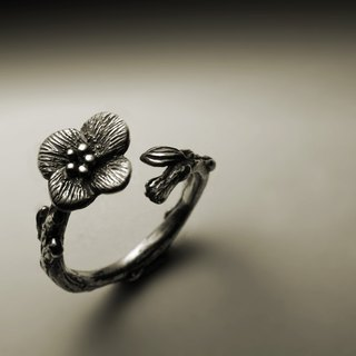 Four small flower ring