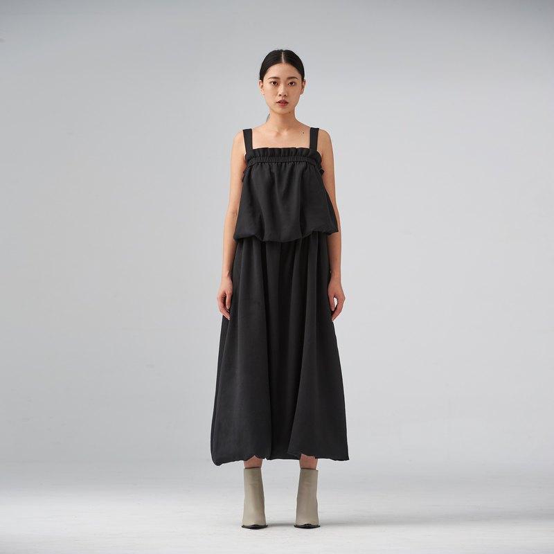 黑色肩帶裙襬長洋裝