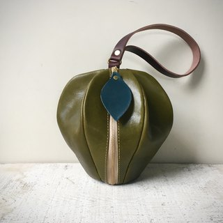 Tochigi leather mini pouch pomme olive green