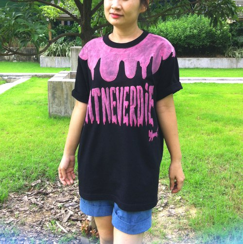 Hong Kong design Catneverdie paw font stylistic hand drawing black t-shirt