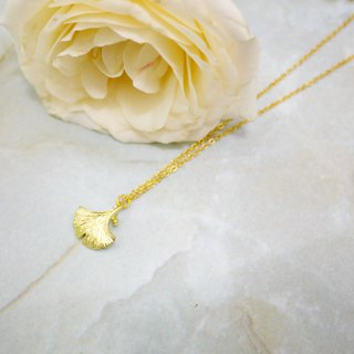 Fine and simple ginkgo necklace