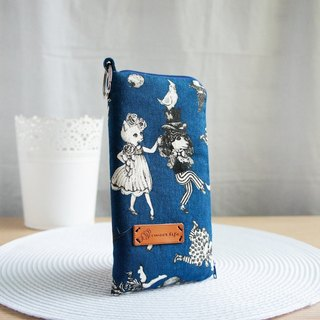 Lovely denim blue cat dancing zipper double-layer cotton mobile phone bag, pencil case, 5.5 吋 mobile phone available