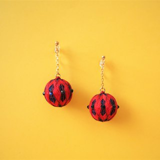 tachibanaya comari SWAROVSKI Red & Navy diamond pattern TEMARI earrings