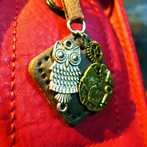 [Saturn] Yuan athletic style elegant brown leather pieces guardian owl keychain | Personalized Party Series: Guardian (night) | [Saturn Ring] This is Party: Guardian (Night) | Fimo metal composite creation. Waterproof material. Necklaces can be changed