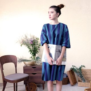 Shoulder wide dress / blue green thick stripes