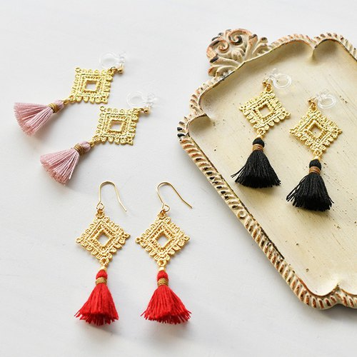 Lace motif tassel earrings