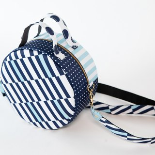 Inner cloth round-type original print shoulder belt attached handbag spot light navy border stripe to choose early for July 31