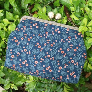 Blue Daisy 25cm Pearl Kisslocked Bag