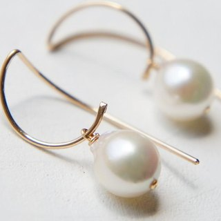 Japanese Akoya pearl earrings 14 kgf