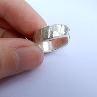 A concave ring