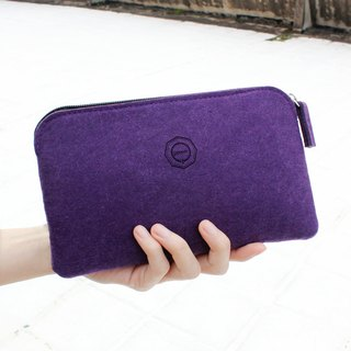 Simple multi-function clutch / witch purple can be a pencil case. Mobile phone storage bag. Cosmetic bag. Passport bag