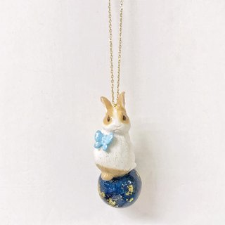 [Atelier A.]Summer Campaign Rabbit sitting on Planet Necklace