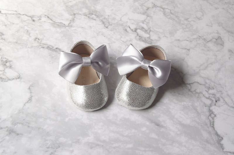 504479658317 Silver Baby Girl Shoes Gift Set, Baby Shower Gift, Newborn Crib Shoes -  Designer Cria | Pinkoi
