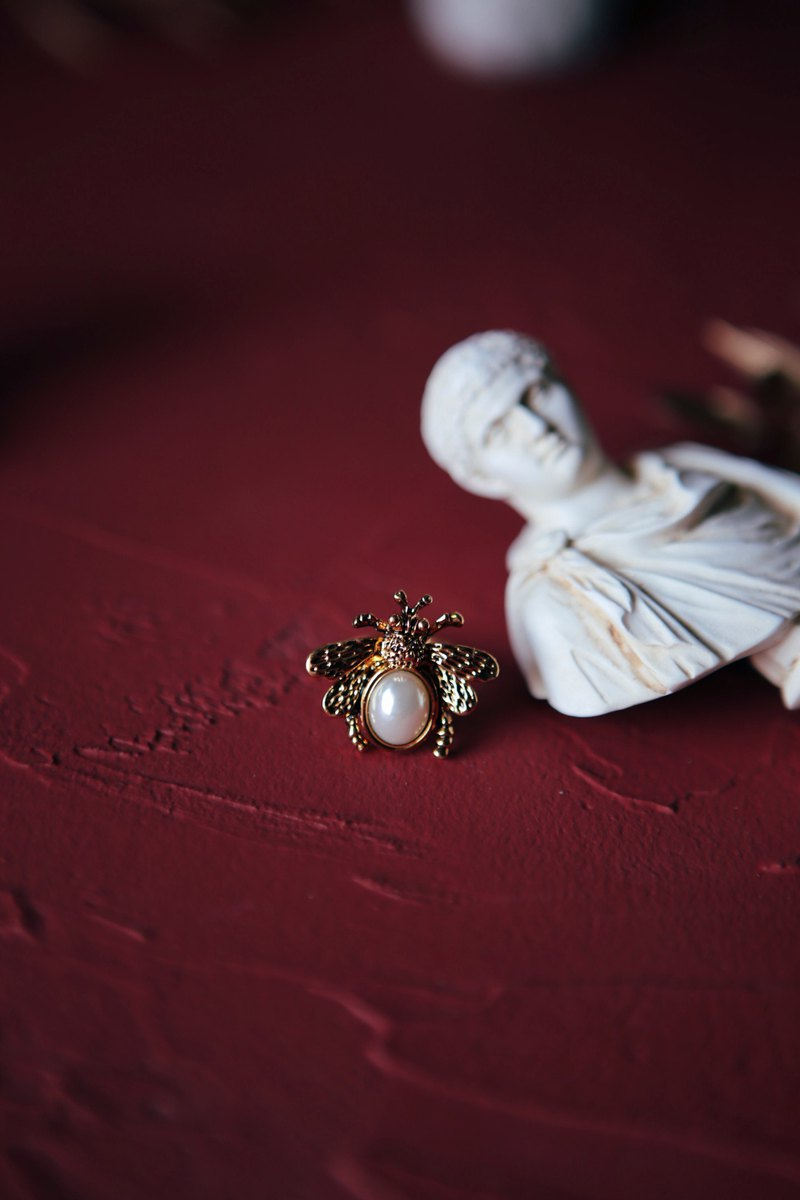 COR-DATE / Fairy Tales / Little Bee Ring