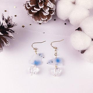 A pair of polar bear Ball Earrings