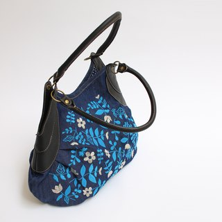Flower embroidery · Granny bag