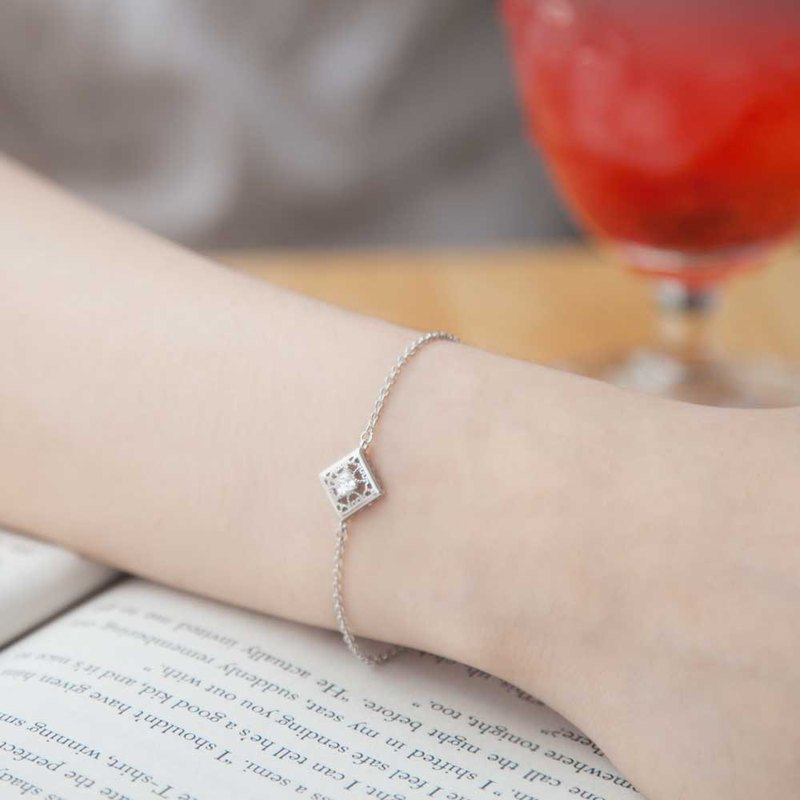 Hollow square diamond sterling silver bracelet | Light jewelry | Delicate. luxurious. Jewelry sense