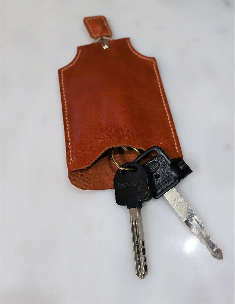 Hand-stitched honey color cowhide key case / waterproof oil leather key protection cover custom lettering
