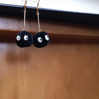 Super cute! Hairy big black carbon ball Hayao Miyazaki cute Meng cute hypoallergenic ear hooks ear clip Funny Wave essential