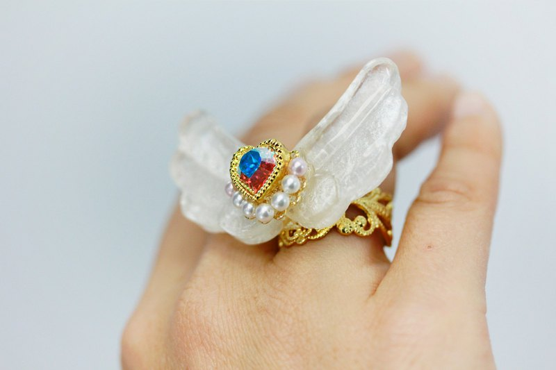 Angel Wings Ring Swarovski Magical Heart