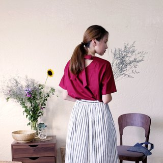 Rear strappy sleeve blouse / berry red