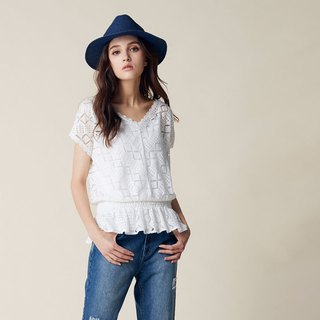 AEVEA large V-neck waist lace top (with a cute inside)