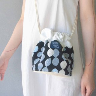 Side back bucket bag _ black bottom water blue white wave point