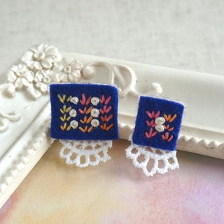 "Hand embroidery pierced earring""Navy square big,small"""