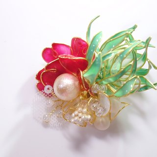 Air pineapple and flower brooch