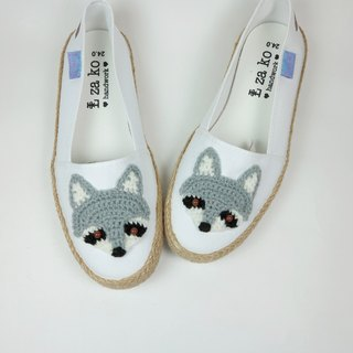 White cotton canvas hand made shoes raccoon models have a woven section