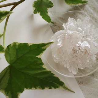Baum flower brooch