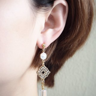 Design section. Gorgeous white crystal earrings <changeable clip type>