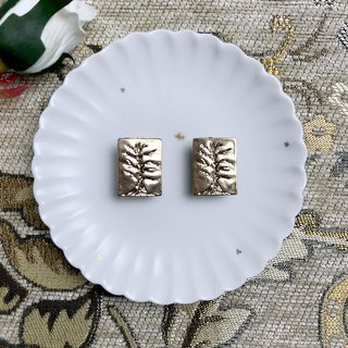 (Clip type) gold carved tree pattern antique earrings BLA020
