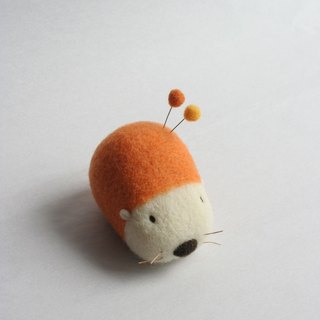 Wool hedgehog pin cushion (carrot)