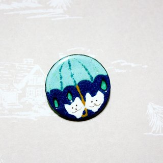 Walking in the rain of two white enamel brooch ---
