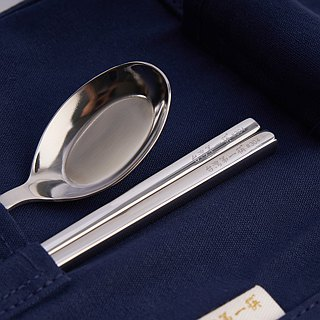 First chopsticks in Taiwan. Xiao Wenqing tableware group. Small chopsticks set
