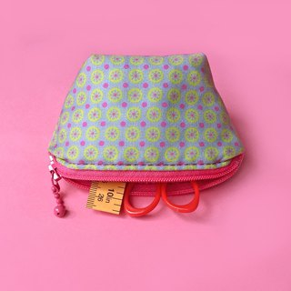 Geometric pattern coin purse
