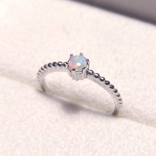 Small stones six claw ring - Australian opal