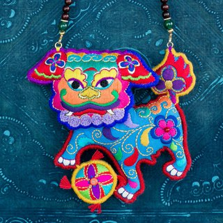 Lion dance | High-end pure hand-made embroidery Lions necklace Necklace Insignia Masterpiece Venus leaflet Rosewood Customizable Embroidery Fun Cute Literature Clavicle chain New Chinese Original Creative Creative Antiquity Chinese style